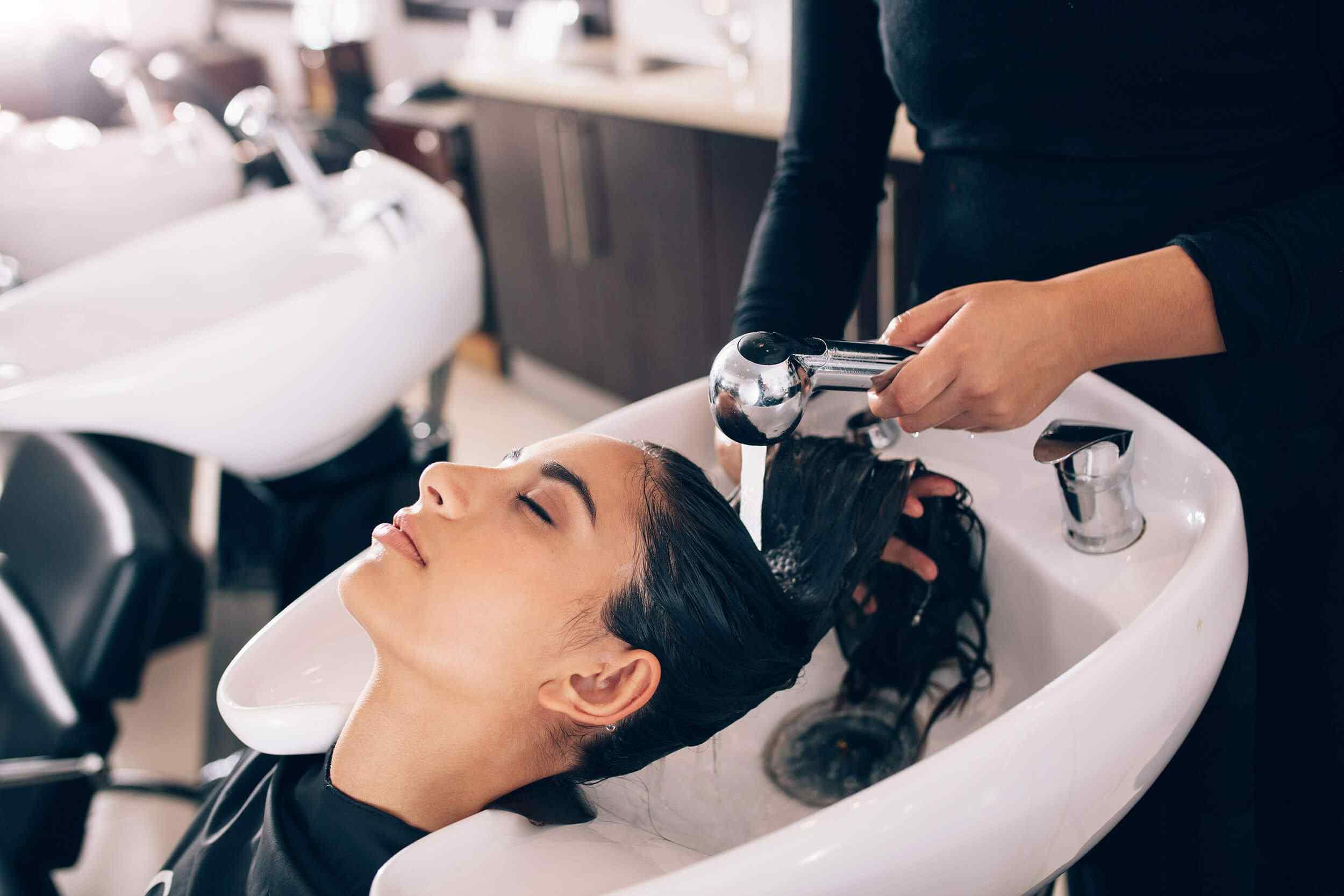 hairdresser-facials